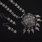 Craftsvilla Silver Plated Brass Casual Pearls Necklace Set