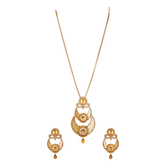 Reeti Fashions - Contemproray Gold Pendant Set With Chain