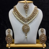 Dazzling Kundan Set In White Stones And Pearl
