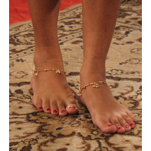 Variation Sleek Fancy Gold Plated Anklet Payal For Women.