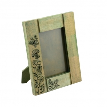 Exclusivelane Wooden Engraved Photoframe In Green - Photo Frames By Exclusivelane