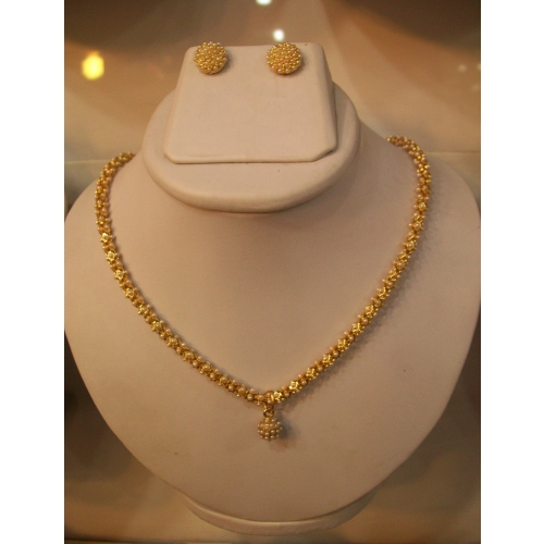 buy simple and beautiful necklace set in pearls online