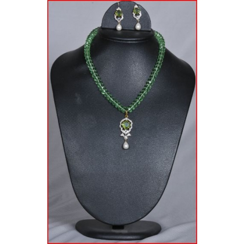 Rich Lookinng Cz Crystal Beats Necklace