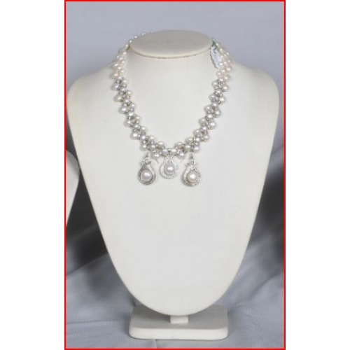 Simple & Rich Beatiful Necklace