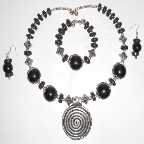 Stone Necklace With Bracelet And Earnings