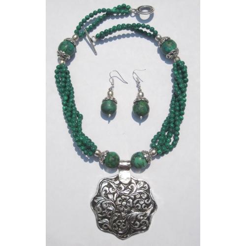 Beautiful  Multistrand Green Malachite Necklace