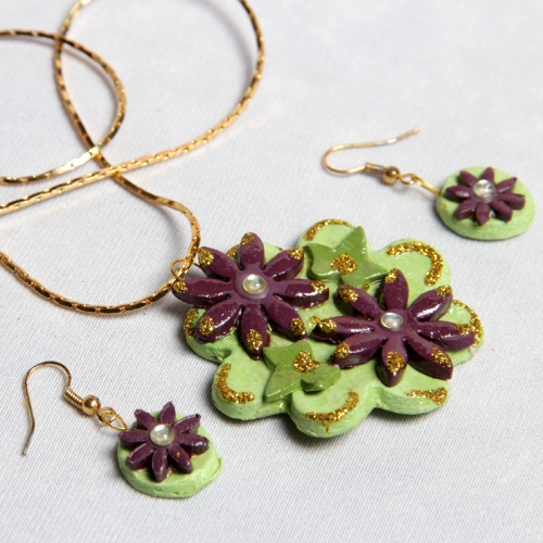 Go Green Necklace Set