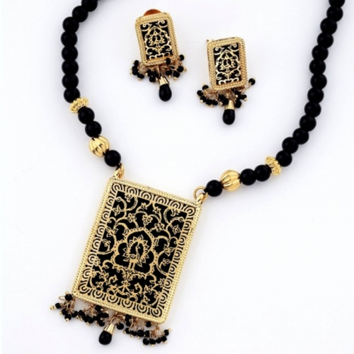Thewa Necklace Set With Gold Work (black)