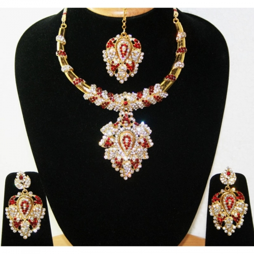 Exclusive Bridal Necklace Set .