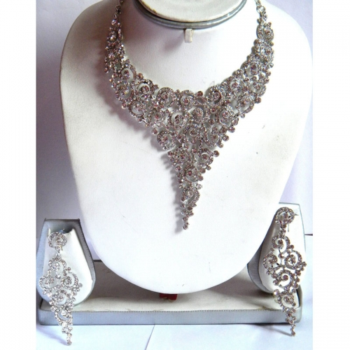 Stone-studded Regal Necklace With Earrings
