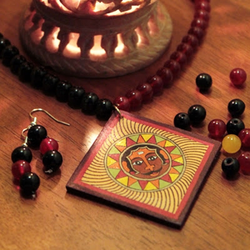 The Sun And Square Necklace Set - Laakhi