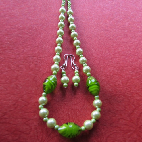 Pale Green Shine Necklace