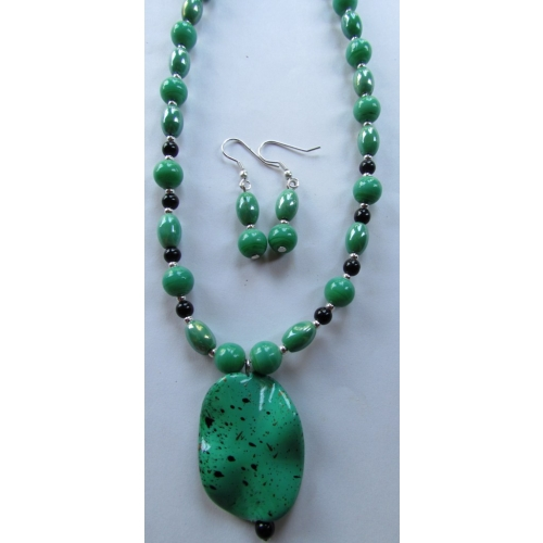 Seagreen Pendant In Necklace Set