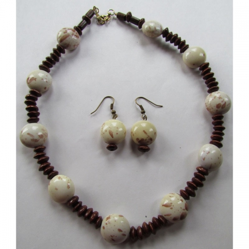 Offwhite Wooden Necklace Set