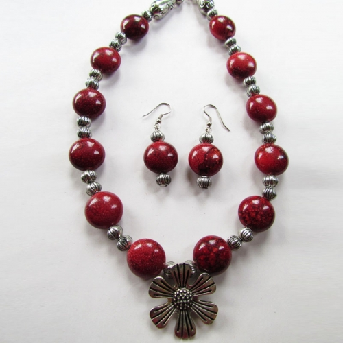 Maroon Spotted Necklace Set