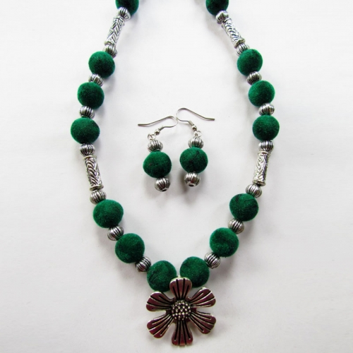 Green Velvet Beauty Necklace Set