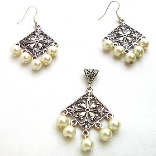 Imitation Pearl Pendant And Earring Set - Rumaancrafts
