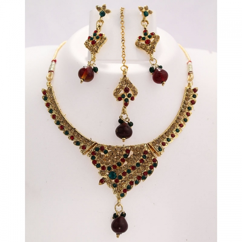 Exclusive Imitation Necklace Set With Maang Tikka