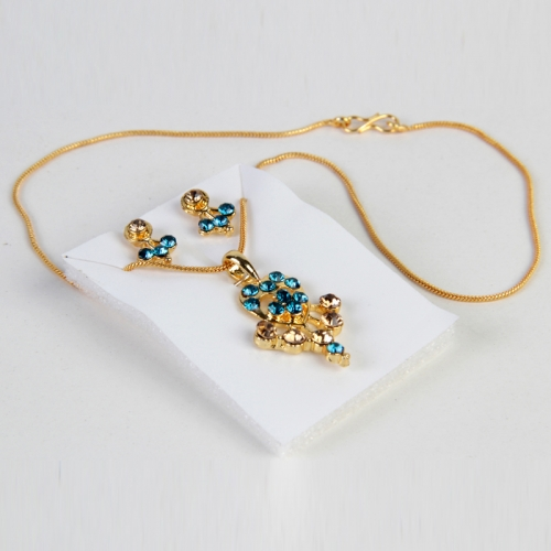 Party Wear Earring With Pendant