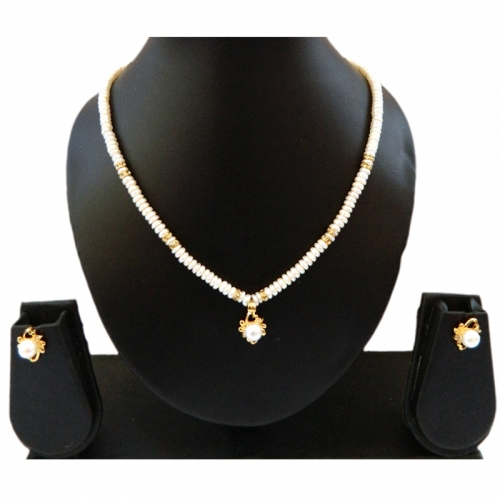 Real Pearl Fashionable Necklace Set