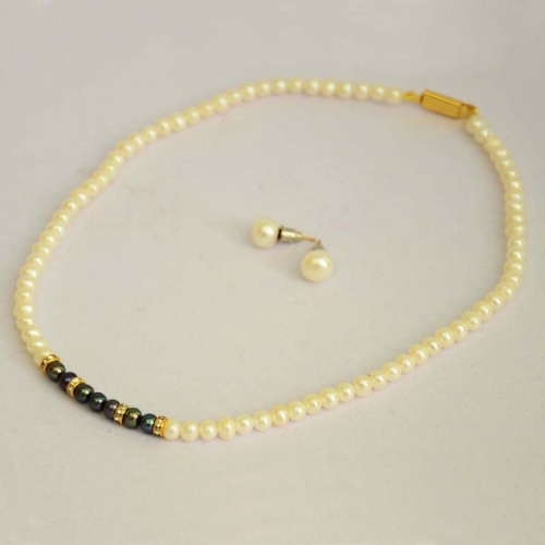 Lovely White Pearls Necklace Set