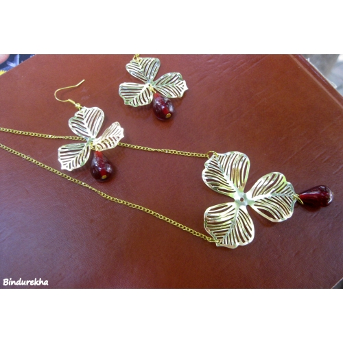 Brass Flower Maroon Bead Necklaces Set