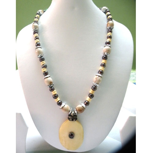 Ethnic Necklace With Delicate Oval Pendant