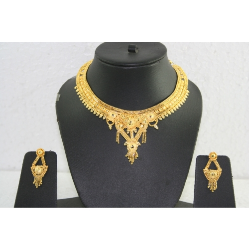 14k Gold Platted Necklace Set .