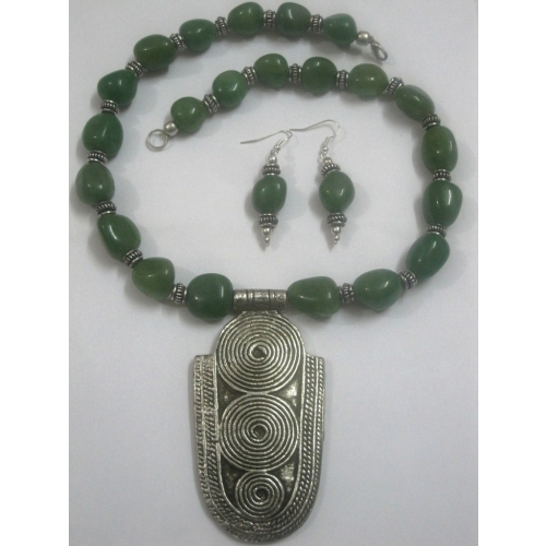Leaf Green Stone Necklace