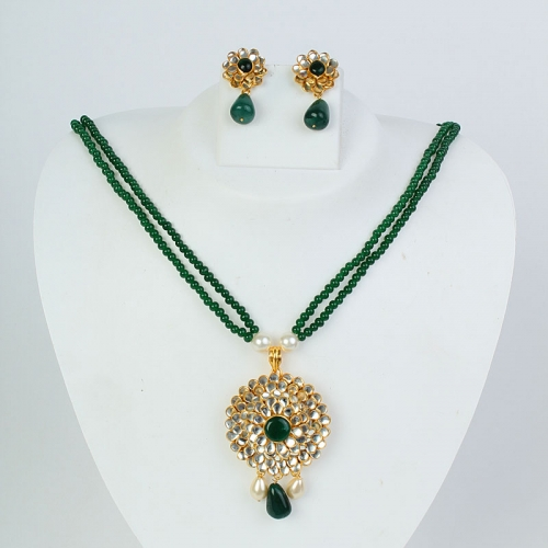Traditional Kundan Paachi Set