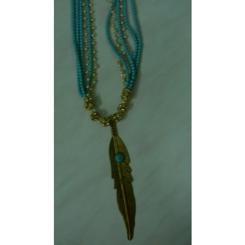 A14-turquoise Beads  And Pearl Necklace  With A Striking Leaf Pendant