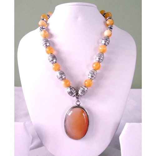 Fashionable Necklace With Stone Studded Pendant