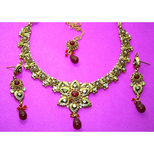 1 Gm Gold Platted Polki Necklace Set In Beautiful Flower Shape.
