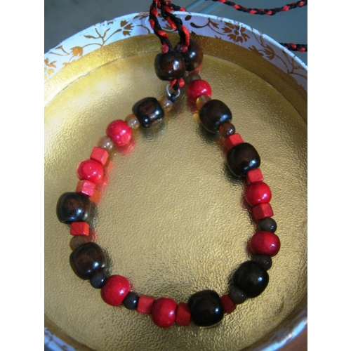 Pretty Red & Brown Pleated Necklace